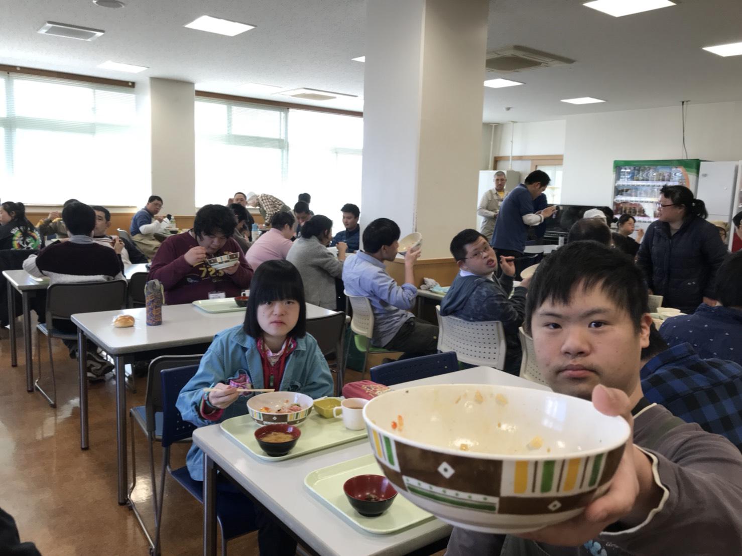 ライフ湘南より「海鮮donで満腹まんぷく」の報告です。