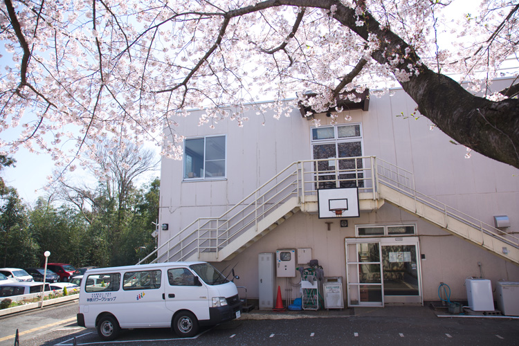 神奈川ワークショップ食堂の外観