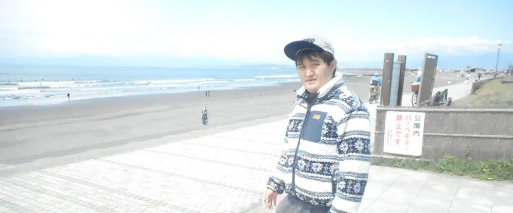 鵠沼海岸での一コマ。潮風を感じます。