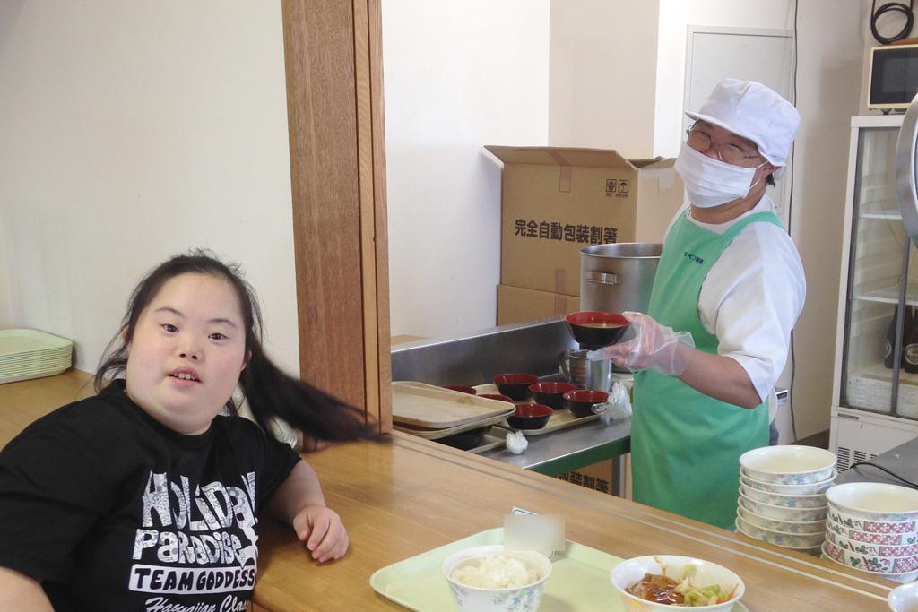 配膳作業の写真